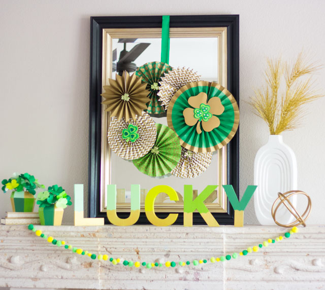 Love all the St. Patrick's Day craft ideas in this mantel!