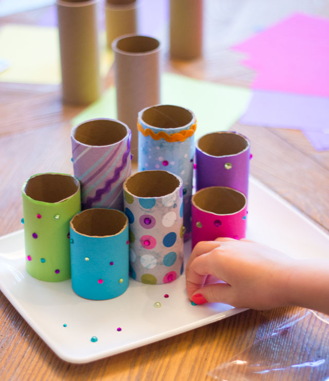 How to make a toilet paper roll desk organizer - such a fun kids craft idea!