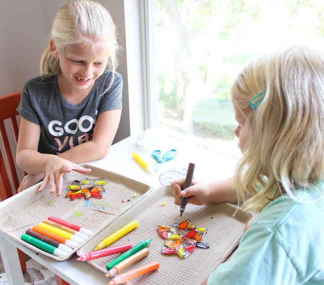 Fun fall kids craft idea - make fall leaf suncatchers!