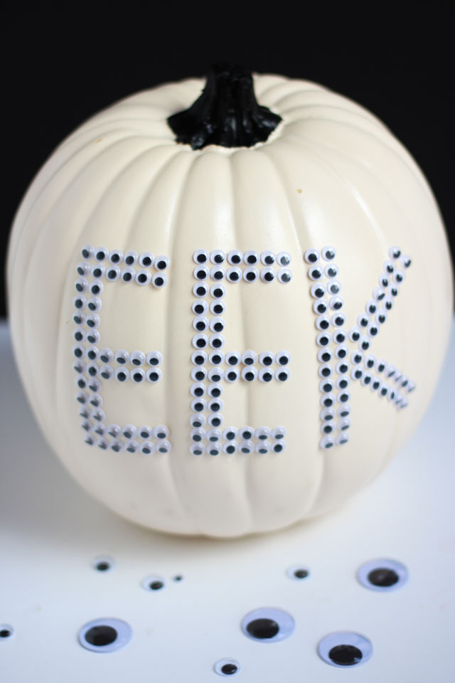 Make these fun wiggle eye pumpkins in minutes with EEK and BOO stickers!