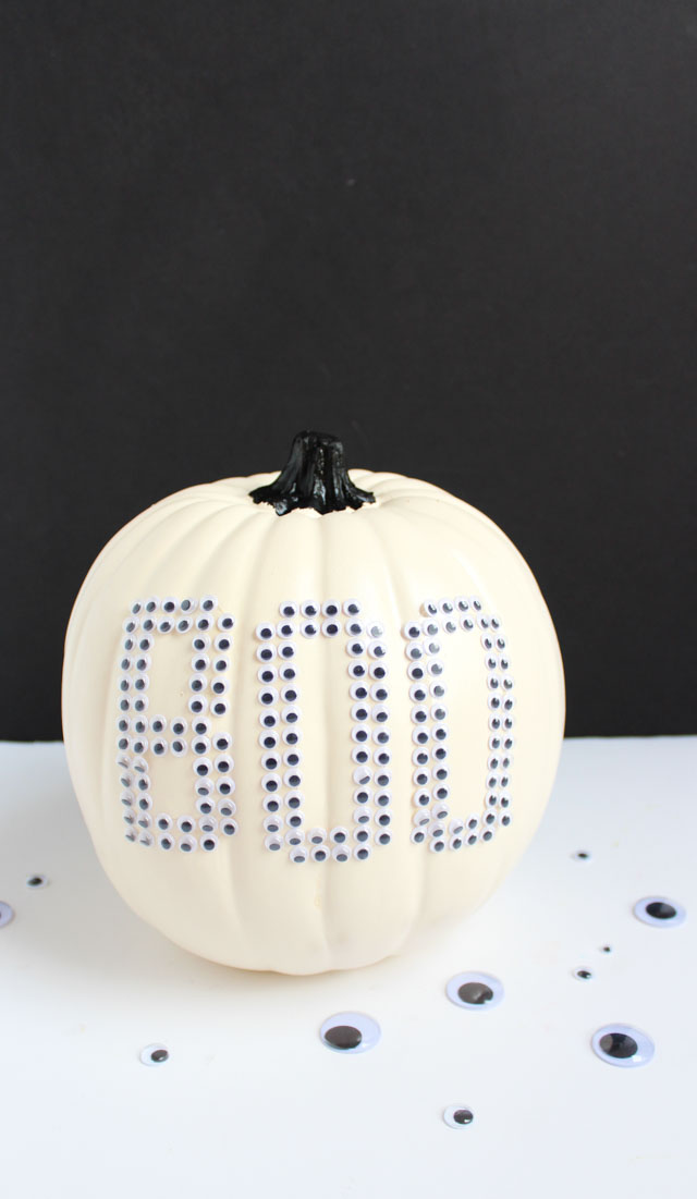 Make these fun googly eye pumpkins in minutes with EEK and BOO stickers!