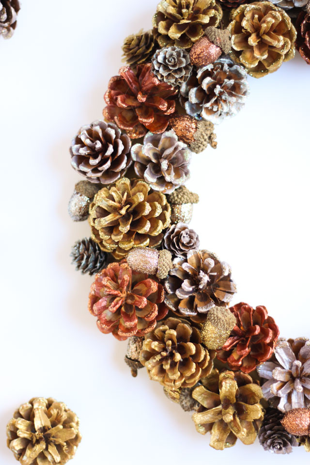 Pinecone craft idea - paint them metallic colors and edge with glitter glue - so pretty!