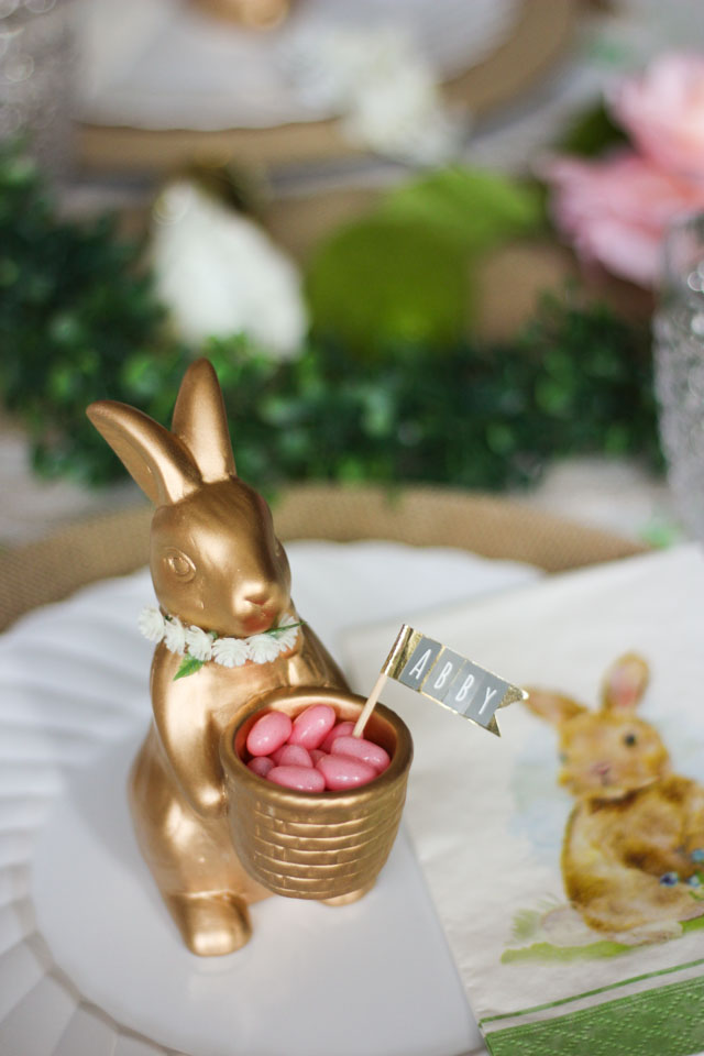 The sweetest Easter bunny place cards! #eastertable #easterbrunch #easterdecor #easterplacecards