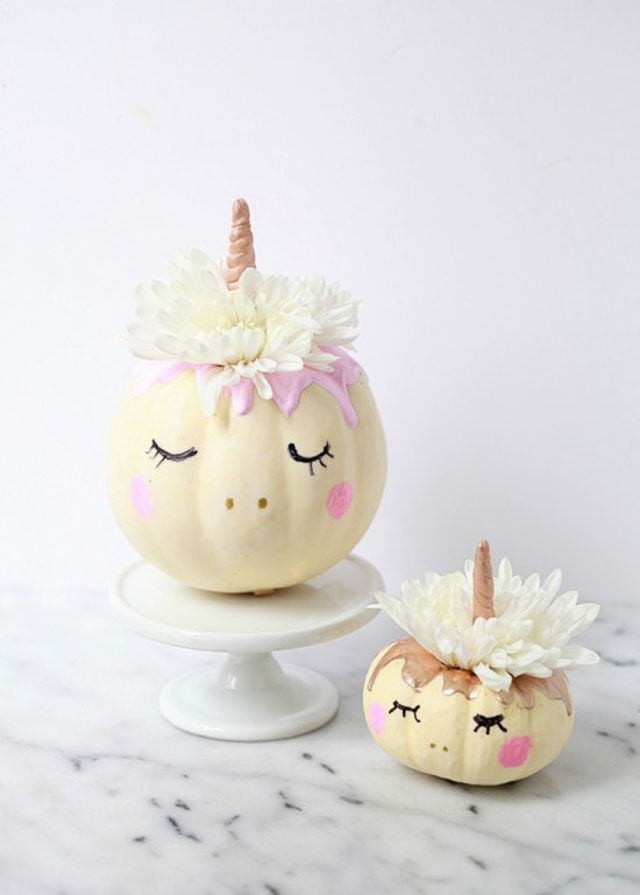 Check out 13 of the sweetest unicorn craft ideas you'll find. So much cuteness! #unicorncraft #unicorncrafts #unicornparty #unicorndecor
