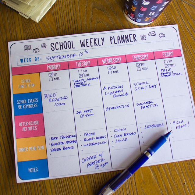 Download this free school weekly planner printable to stay on top of your back-to-school routine! #freeprintable #printable #weeklyplanner #schoolplanner #schoolcalendar
