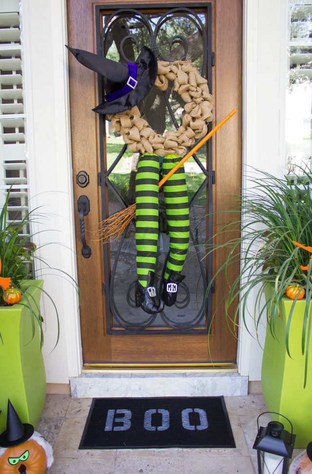 How to make a witch wreath for Halloween! #halloweenwreath #witchwreath