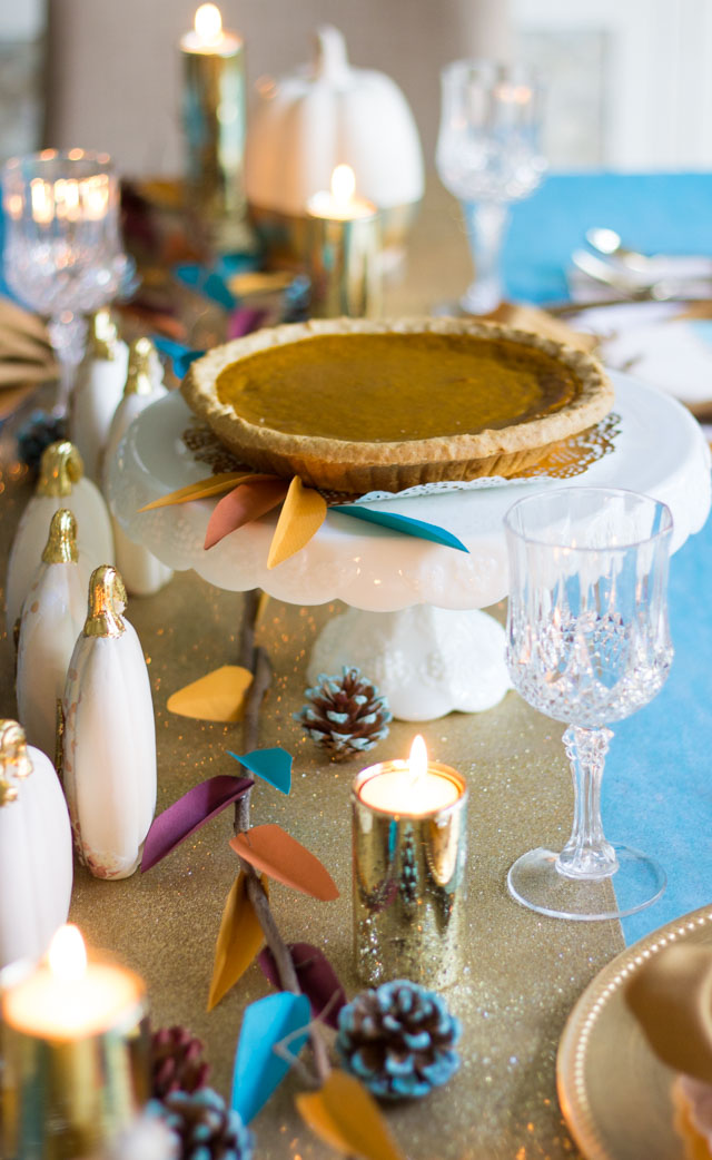 Pretty and modern Thanksgiving table ideas #thanksgivingtable #thanksgivingdecor #thanksgivingcenterpiece #thanksgivingplacesetting #modernthanksgiving #givethanks