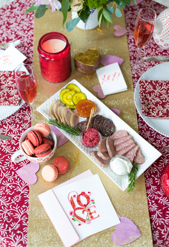 Ideas for a Valentine's Day romantic dinner table for two at home! #valentinestable #valentinesdaydecor #valentinesdaytable #romanticdinner #elegantvalentines #modernvalentines #valentinesdinner