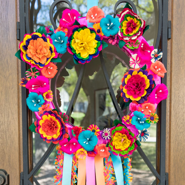 How to make a San Antonio fiesta wreath #fiestawreath #cincodemayowreath #mexicanflowerwreath #cornhuskflowerwreath
