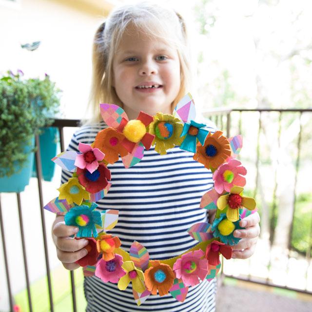 How to make an egg carton flower wreath #eggcartonwreath #eggcartoncrafts #eggcartonflowers