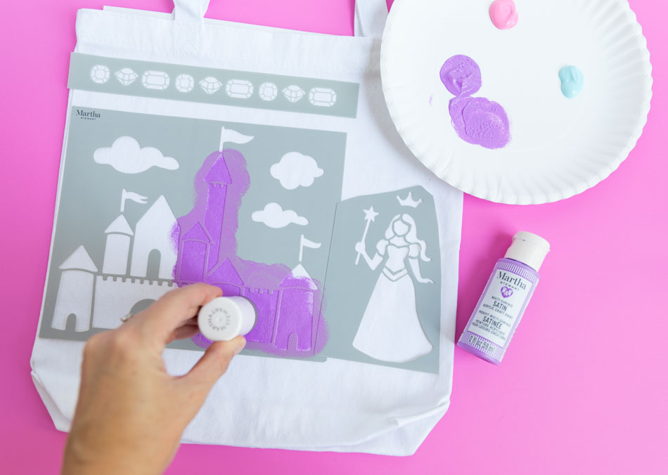 Stenciling princess bag