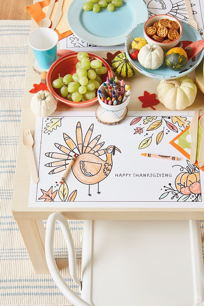 Coloring themed Thanksgiving kids table