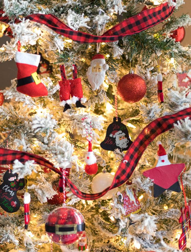 DIY Santa ornaments on Christmas tree