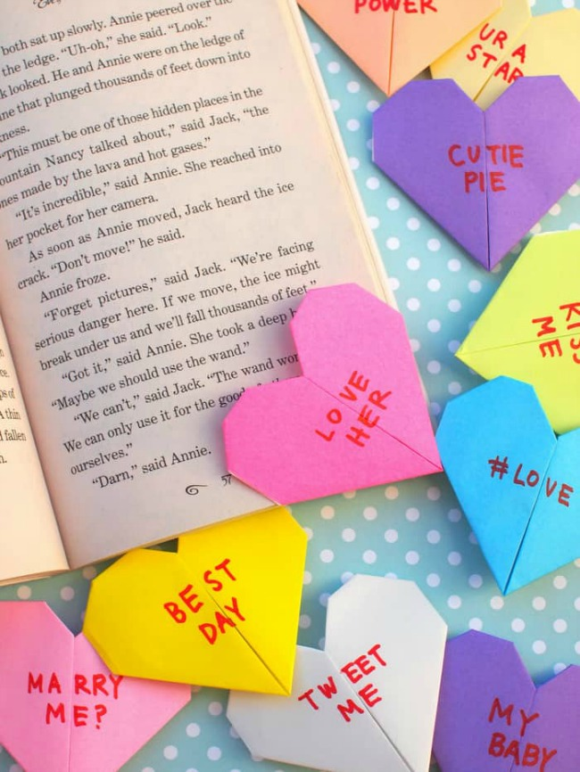 Simple paper heart bookmarks