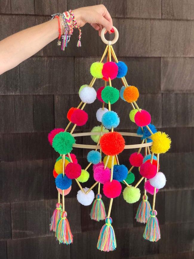 DIY Pom-Pom Pajaki Chandelier