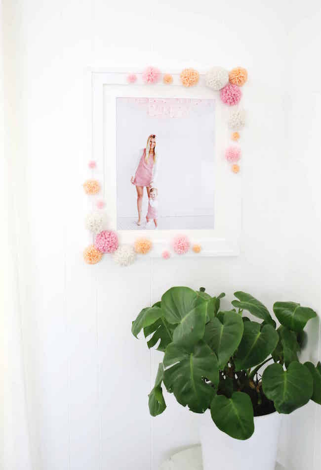 DIY Pom-Pom Photo Frame