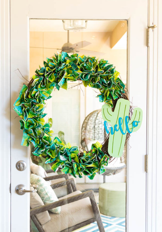 Make an easy napkin wreath!