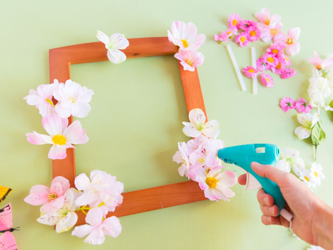 How to decorate a picture frame with artificial flowers