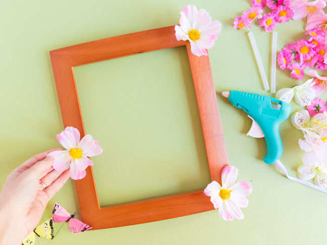 How to make artificial flower picture frames