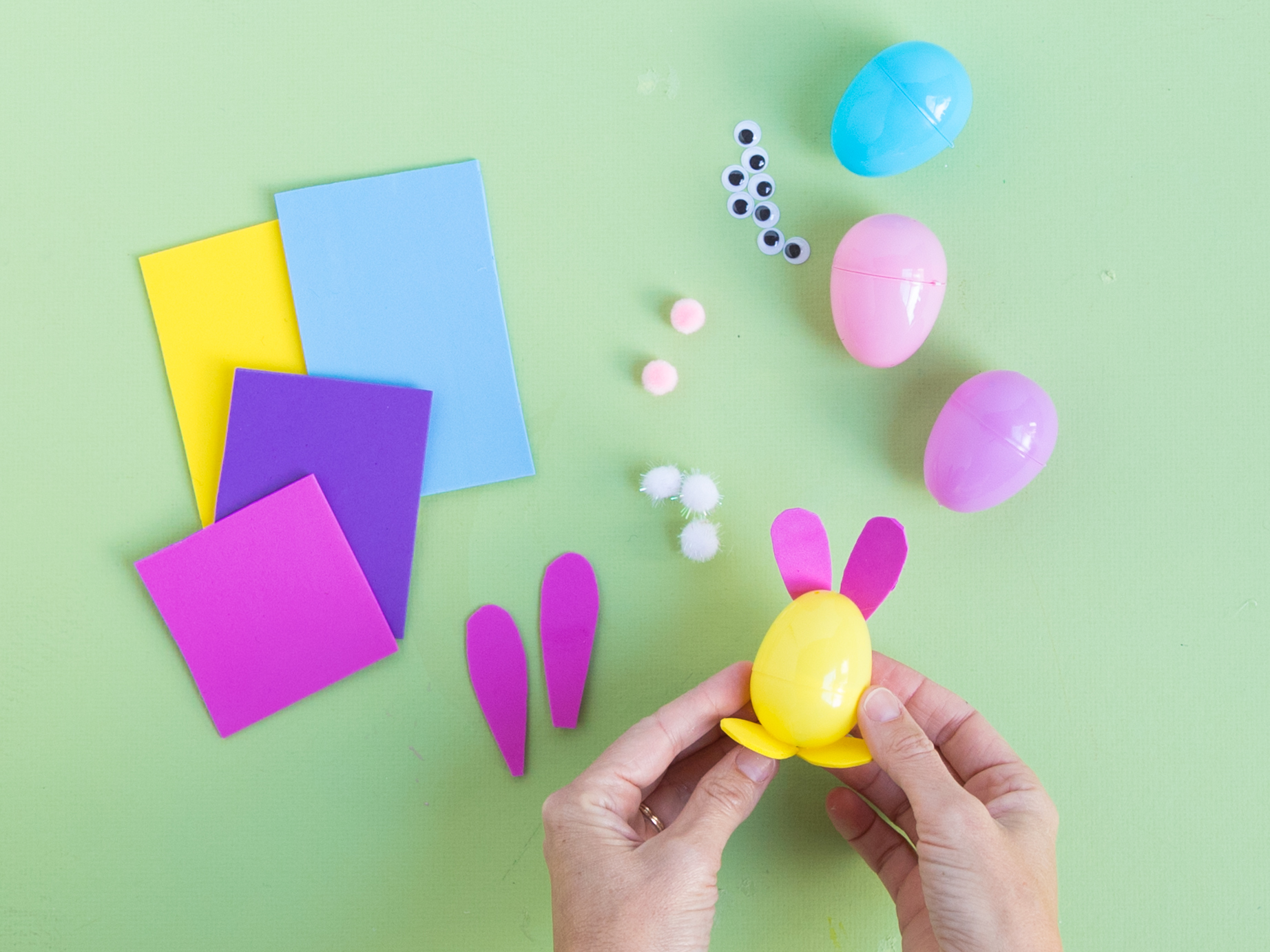 How to make plastic bunny eggs