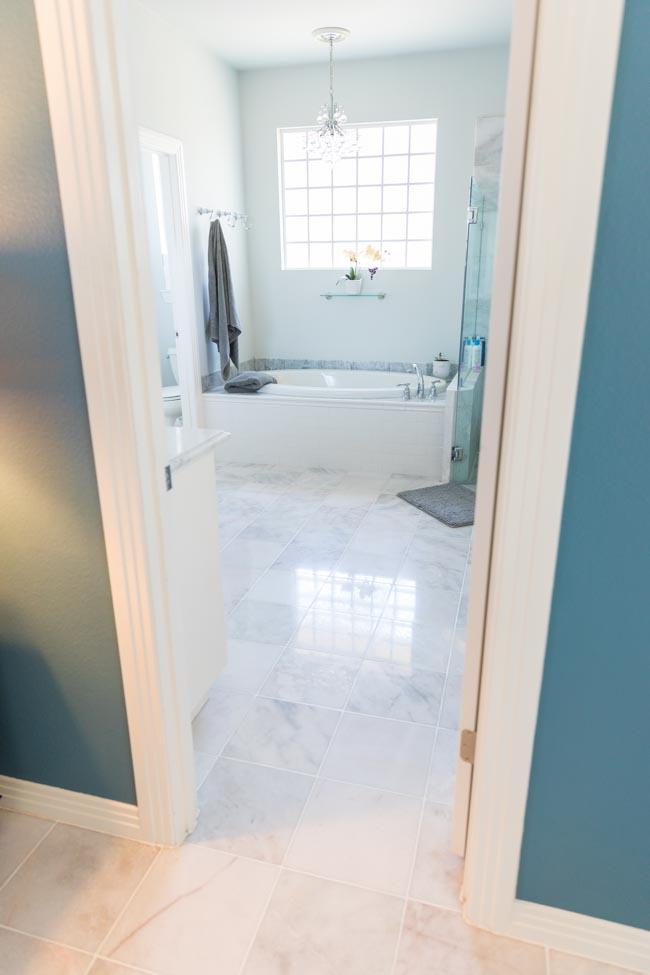 Bathroom with polished carrara marble floors