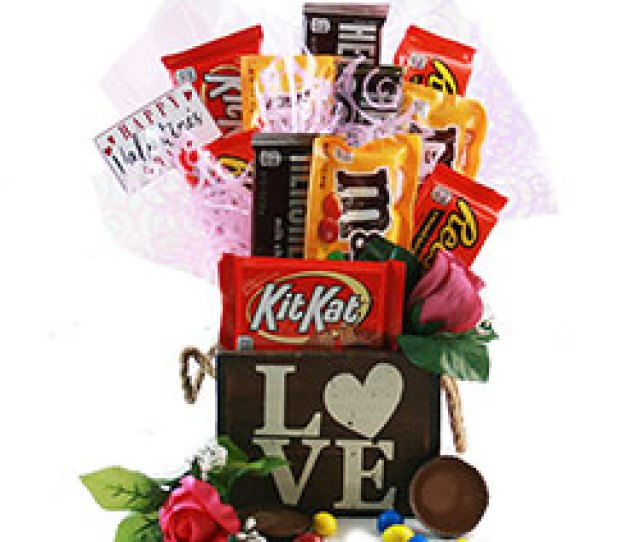 Love Struck Valentines Gift Basket