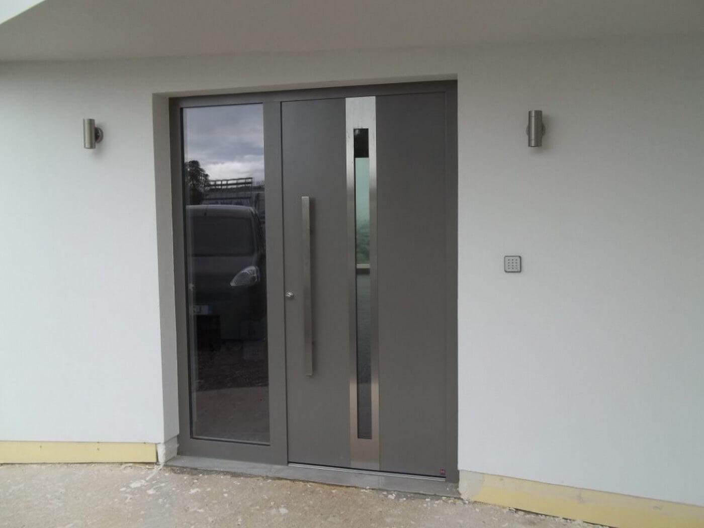 5 Advantages Of Owning An Aluminium Front Door Interior Design