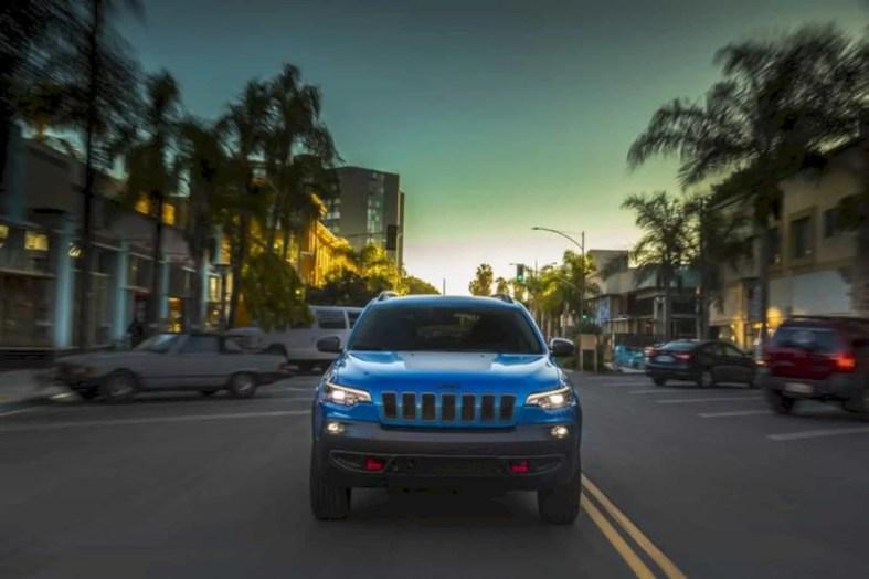 2019 New Jeep Cherokee 1