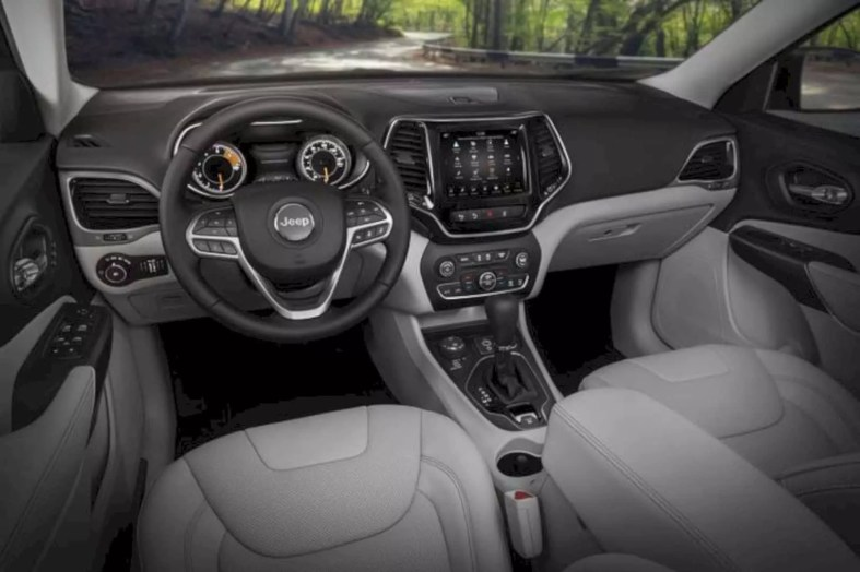 2019 New Jeep Cherokee 4