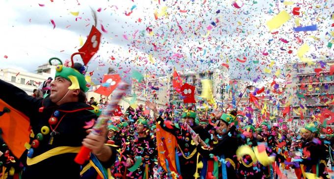 Στιγμιότυπο από το φημισμένο καρναβάλι Μοσχάτου-Ταύρου