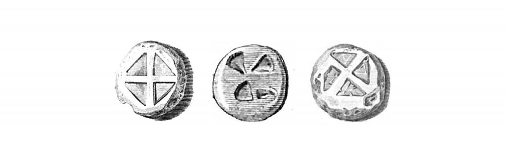 Τα αρχαία νομίσματα που βρέθηκαν και στις τέσσερις πόλεις-κράτη αναπαριστούν κυρίως τον ημίθεο Αρισταίο, τον Ερμή, εικόνες από την αμπελουργία και τη μελισσοκομία. Τα περισσότερα όμως, από όποια πόλη κι αν είχαν εκδοθεί, στην πίσω όψη τους έφεραν το σύμβολο της Τετράπολις (τέσσερα τρίγωνα σε διάταξη σταυρού ή Χ, που παραπέμπουν σε ιστία ανεμόμυλου).