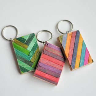 DIY wooden keychain with sharpies