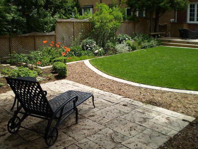 Small Square Garden Design Ideas - Design On Vine