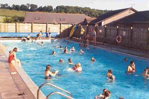 Swimming Pools Local FDAr
