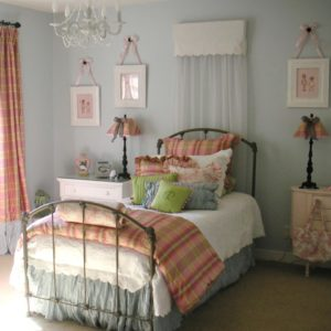 bedroom decorating ideas for teenager with soft color integration