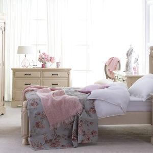 delightfully stylish and soothing shabby chic bedroom