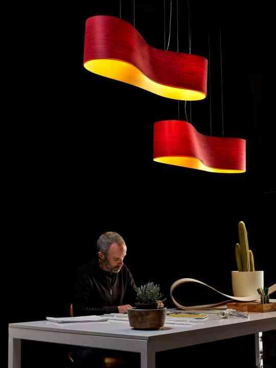 Designer im Portrait: Ray Power Pendelleuchte New Wave Rot Gelb