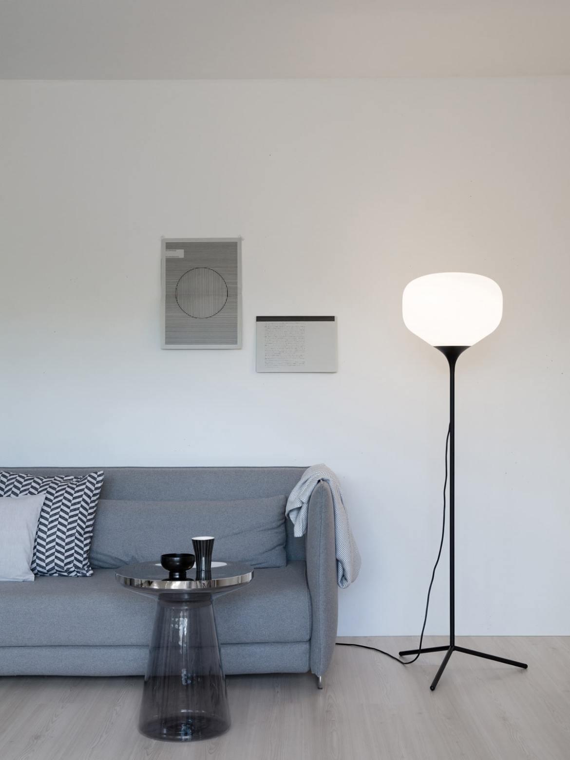 DesignOrt BLog: Designerleuchten in Schwarz-Weiß Awa Stehlampe TEO