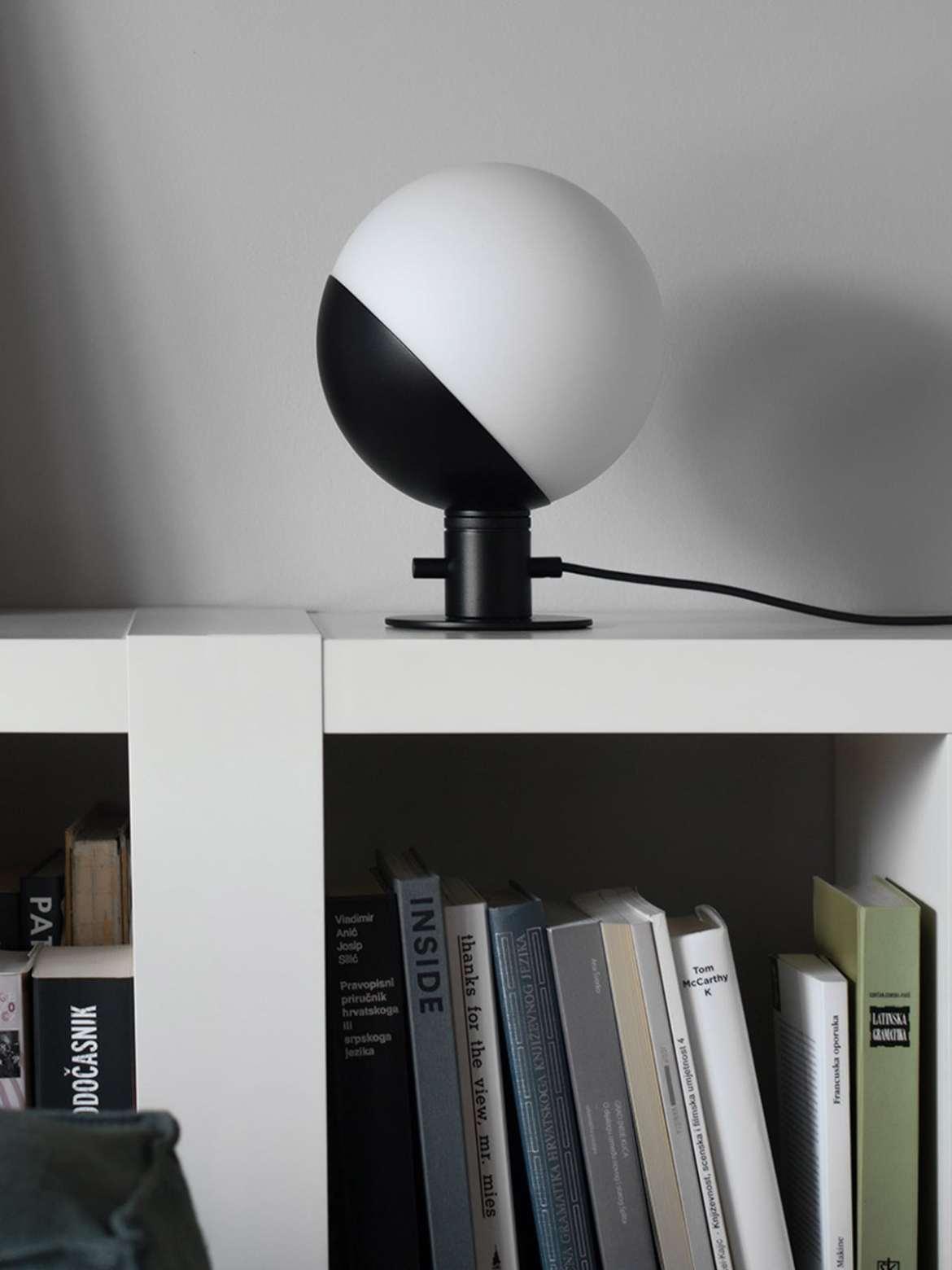 DesignOrt Blog: Die Designwelt von Grupa Baluna Table / Wall Grupaproducts Lampe aus Opalglas