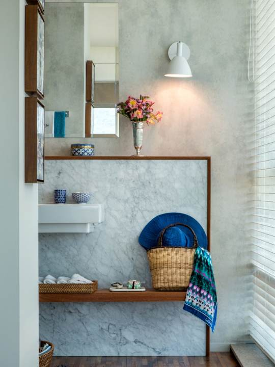 Bauhaus Wandleuchte im Badezimmer