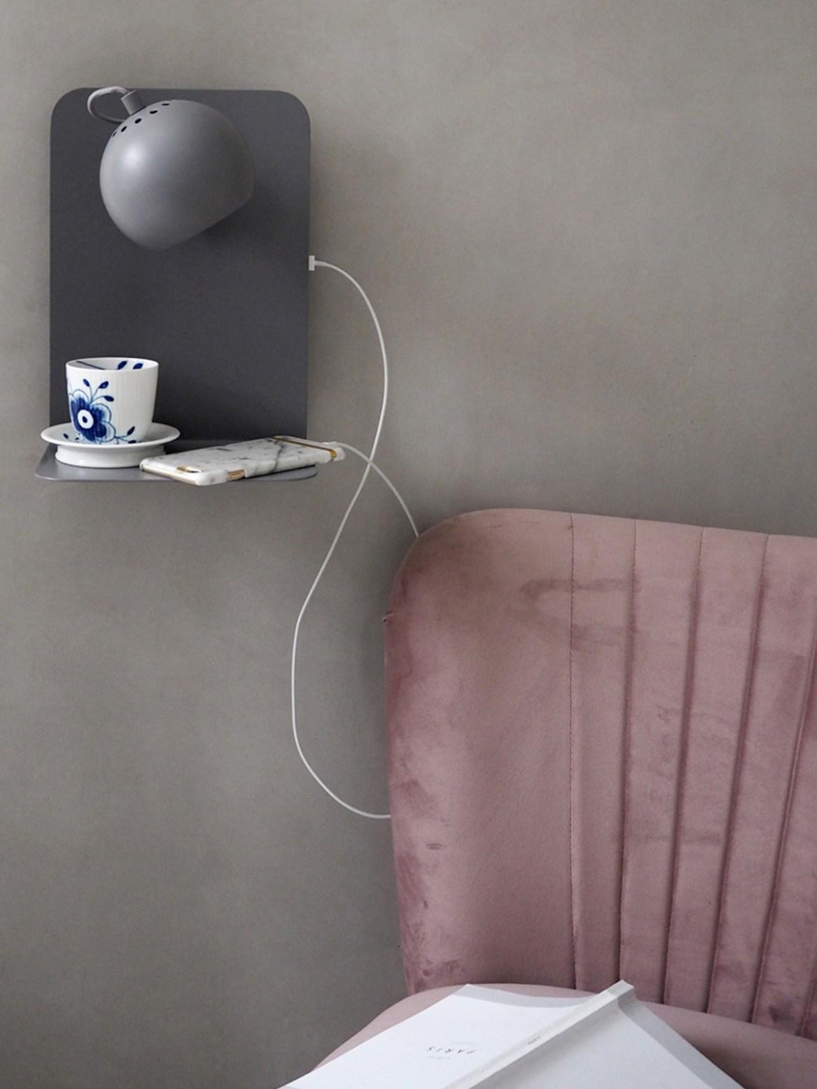 DesignOrt Blog: Leuchten die dein Handy laden! Wandleuchte mit Handy Ladegerät von Frandsen