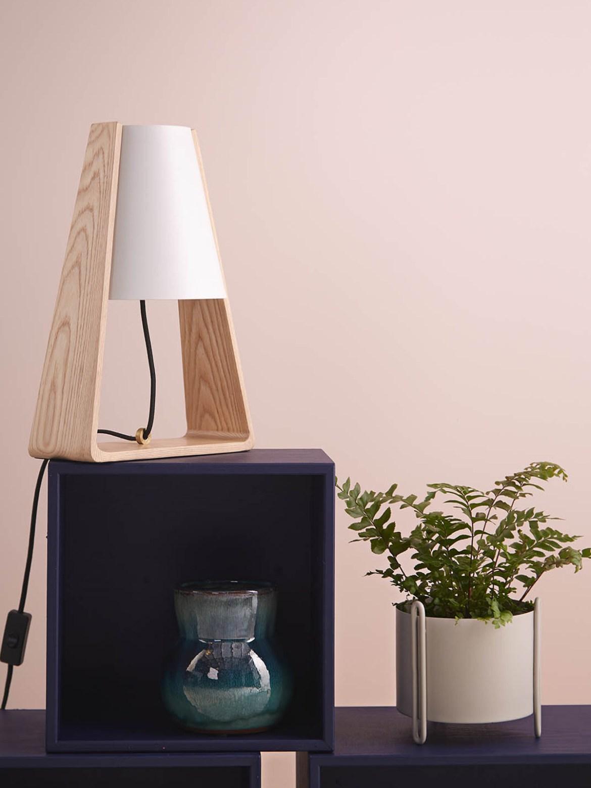 DesignOrt Blog: Designerleuchten aus Dänemark Tischleuchte Bend Frandsen