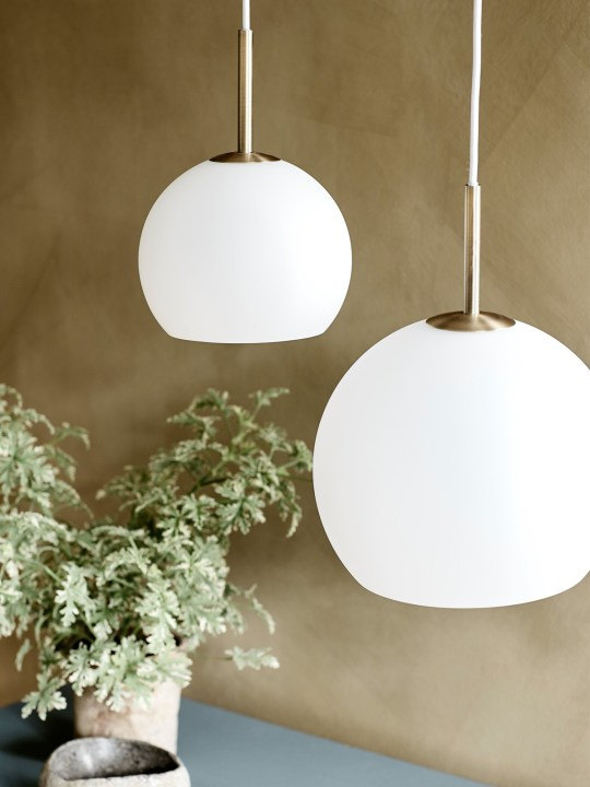 Benny Frandsen Ball Glas Lampe aus Opalglas DesignOrt Onlineshop
