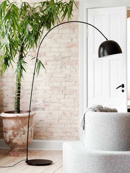Frandsen Bogenleuchte Stehlampe Matt Schwarz skandinavisch DesignOrt