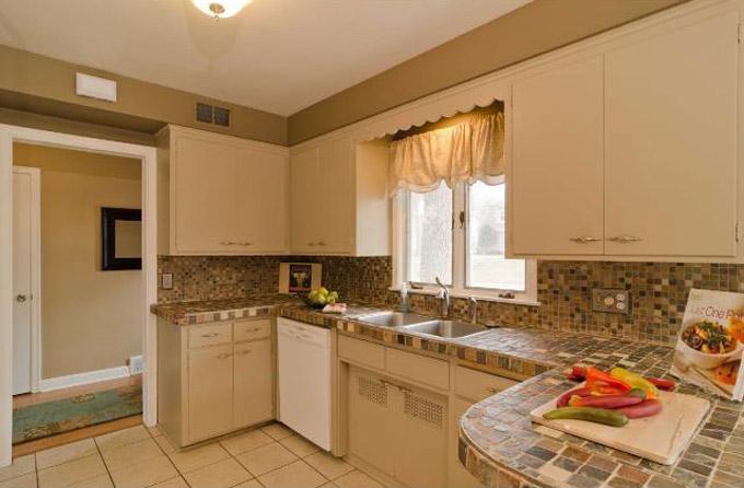 Kitchen tile and countertop demolition ash smash designpetproject existing house kitchen 2 solutioingenieria Images