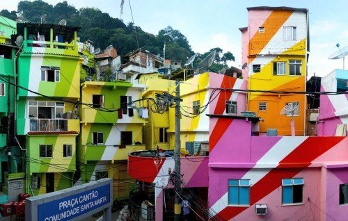 Favela Painting su Design Playground