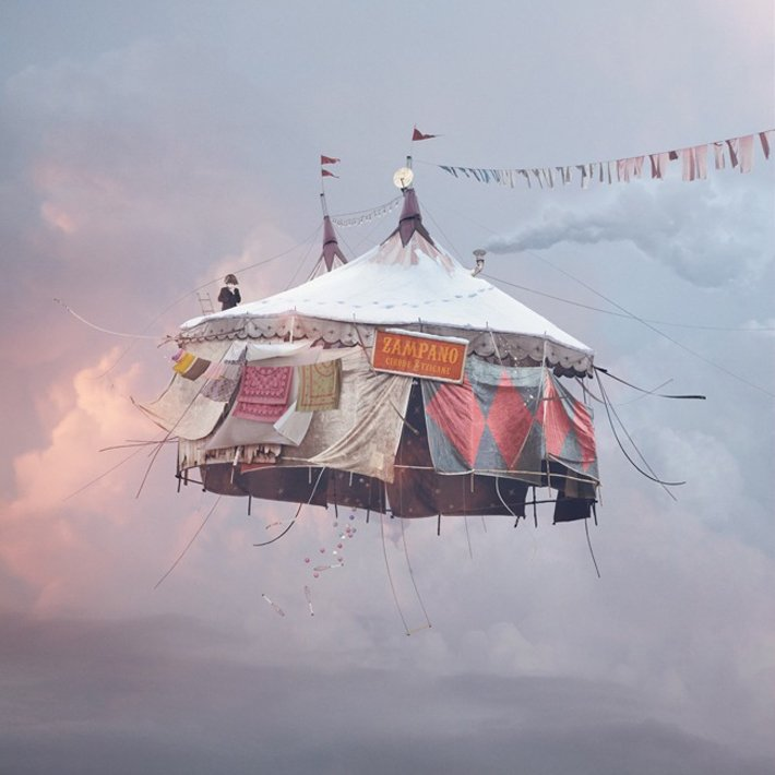 Flying houses di Laurent Chehere