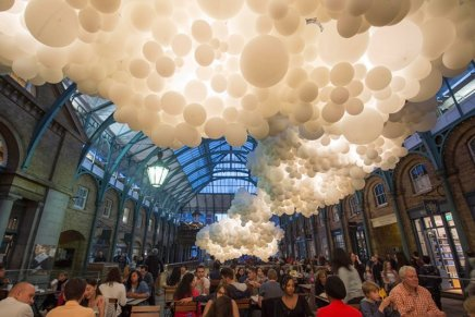 """Heartbeat"". Centomila palloncini a Covent Garden"
