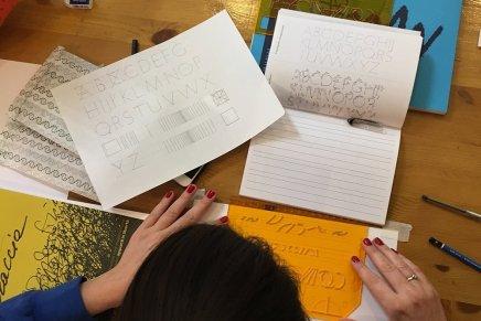 Pratiche preparatorie alla calligrafia. La piccola grammatica della scrittura di Valentina Casali