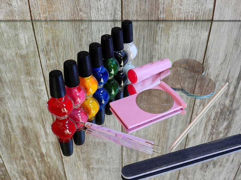 different color gel nail polish